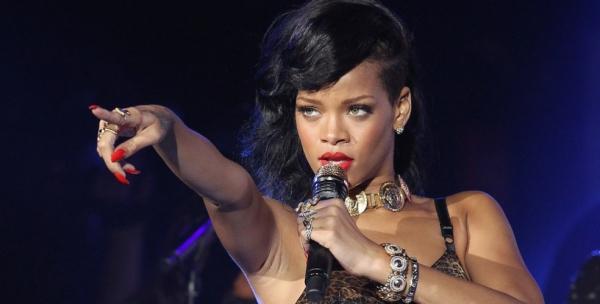 Rihanna live in London (Wireless Festival)