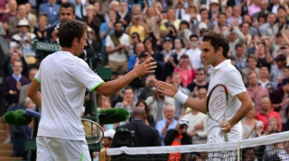 Wimbledon 2013: Roger Federer, Maria Sharapova upset on wild day