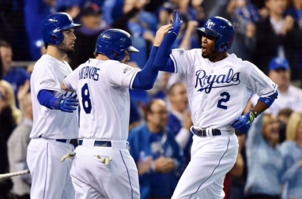 ROYALS SCORE SEVEN RUNS IN SECOND INNING IN WORLD SERIES GAME 6