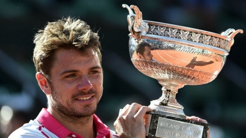 Stan Wawrinka: Hoists the Coupe des Mousquetaires aloft at Roland Garros